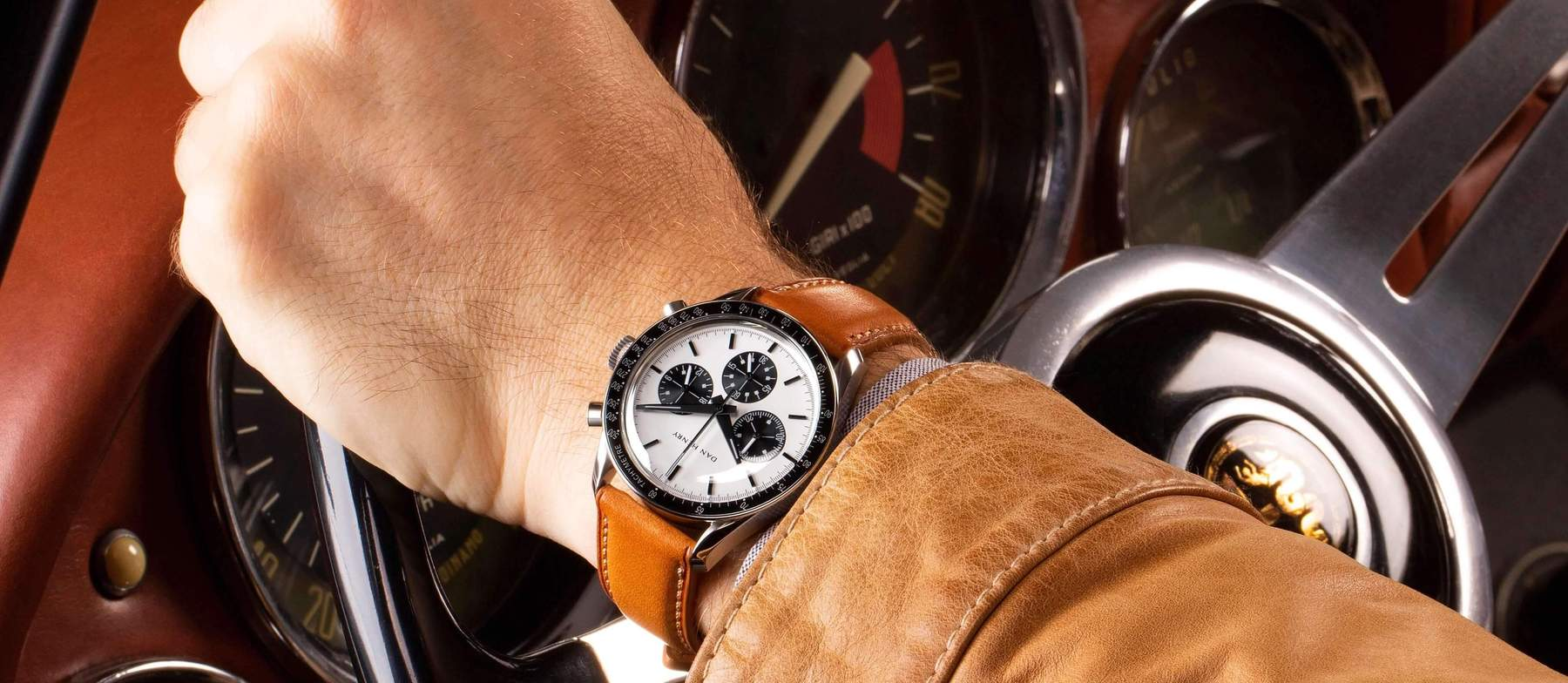 Dan Henry 1962 Racing chronnograph panda | Wristwatches360