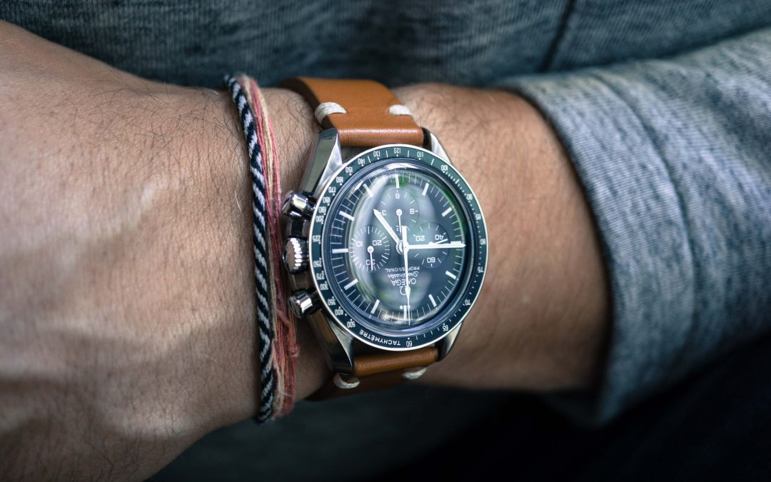 Why do watch bezels rotate?